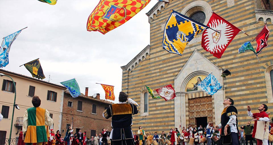 Bravio delle Botti flag throwers