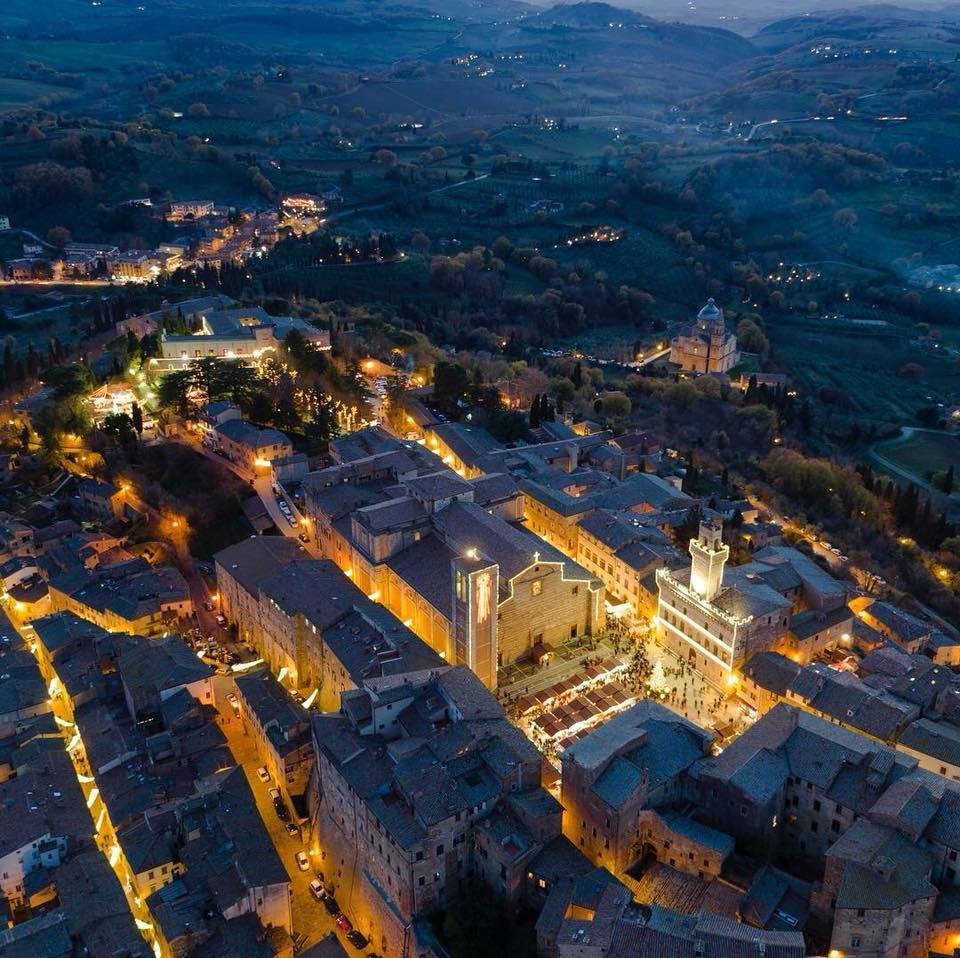 Paesaggio di Montepulciano di notte