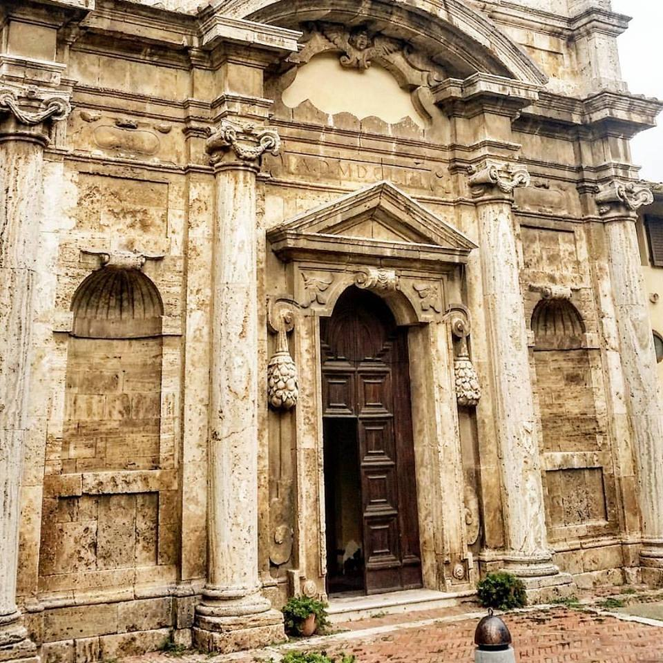 Ingresso chiesa Santa Lucia