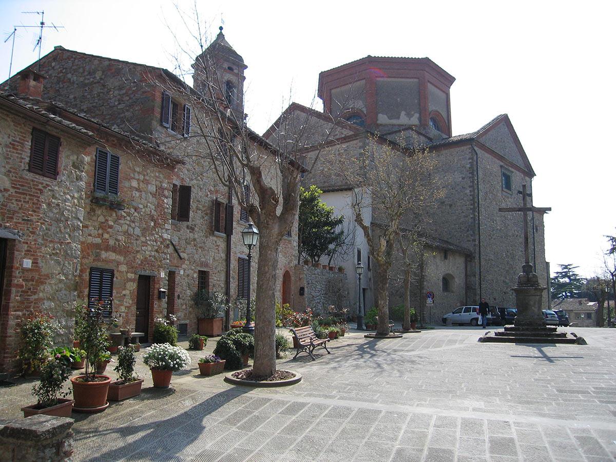 Piazza del tribunale a Lucignano