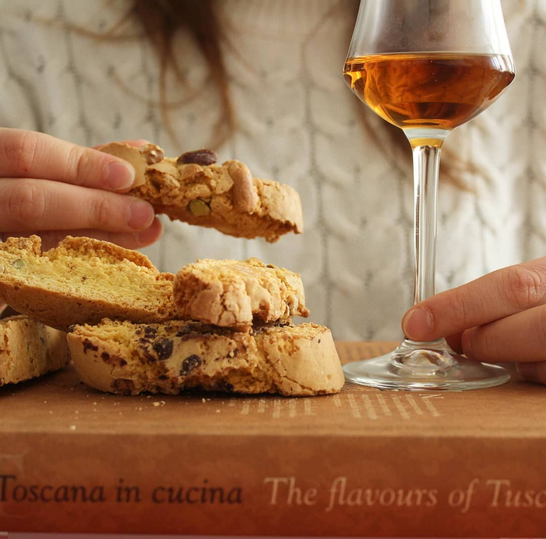 Cantucci and Vin Santo perfect pairing