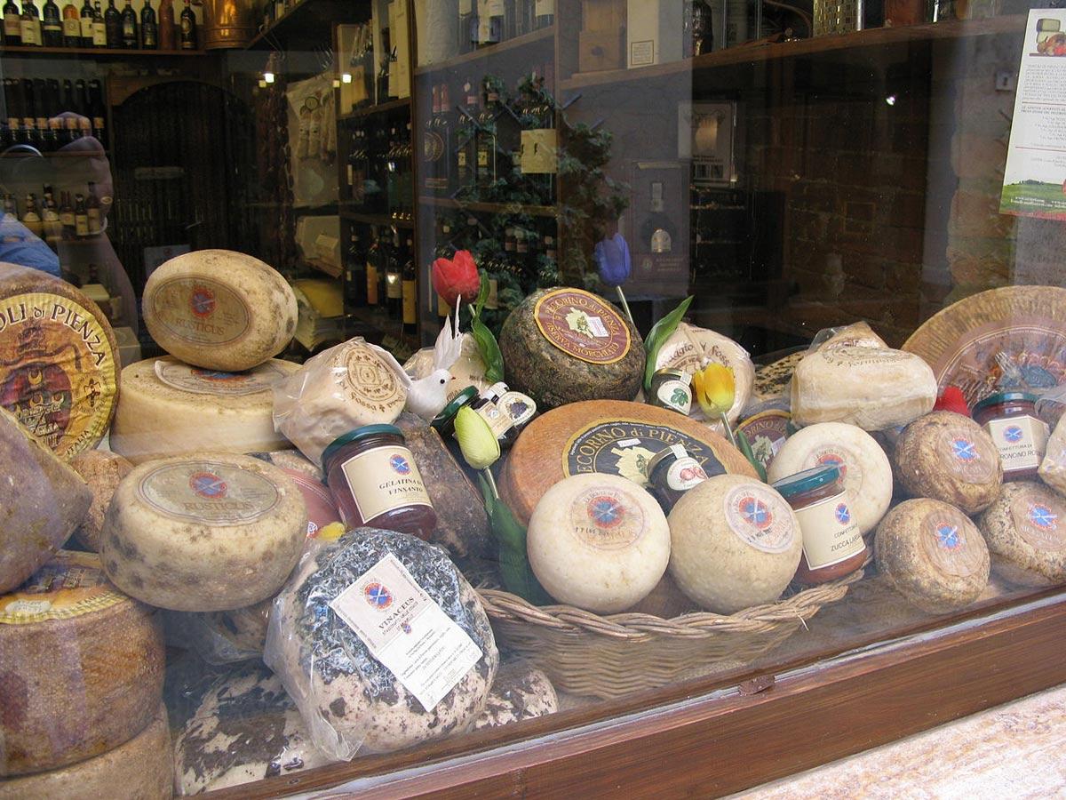 Pecorino Pienza specialità tipica toscana